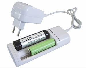 Universal Ladegerät für Lithium Akkus und NiMh-Akkus, mit USB-Buchse Wetekom