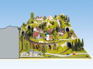 Anbauteil rechts - 120 x 140 cm, ca. 46 cm hoch, Spur H0, koloriert und begrast, auf Holzrahmen NOCH