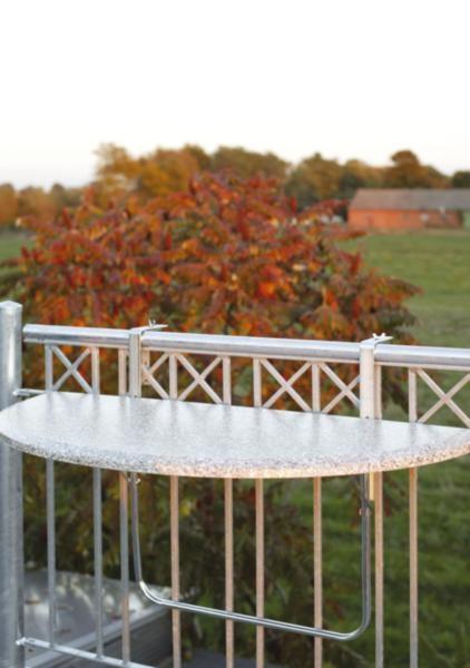 klapptische f r den balkon halbrund oder rechteckig bei. Black Bedroom Furniture Sets. Home Design Ideas